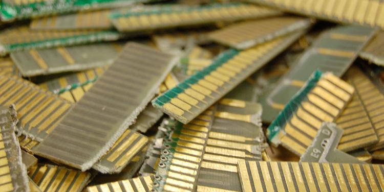 Сколько драгметаллов в картах памяти